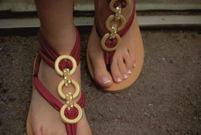 Снимка на аксесоари за сандали