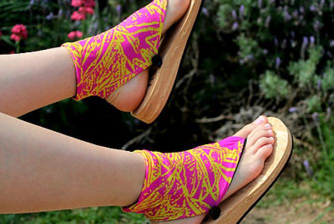 Снимка на платнени чорапи с щампа